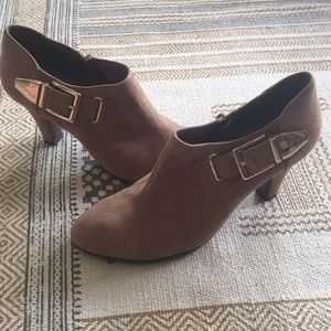 Aerosoles Heel Rest Ankle Booties